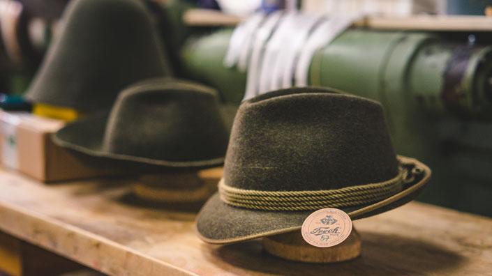 Und Dann Ist Er Fertig, Der Handgefertigte Hut Aus Der Hutmanufaktur Frech.