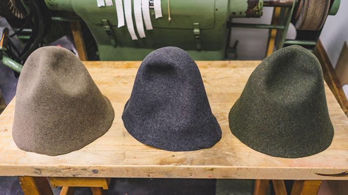 Das Ausgangsprodukt Für Einen Handgemachten Hut Ist Ein Stumpen Oder Ein Hut Rohling