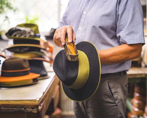Richtige Hutpflege Mit Einer Weichen Bürste